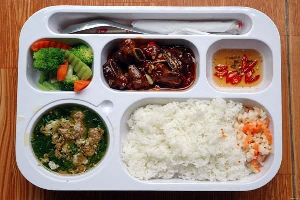 Trình bày món ăn theo dĩa phần