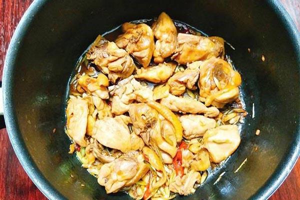 cách nấu lẩu gà ớt hiểm
