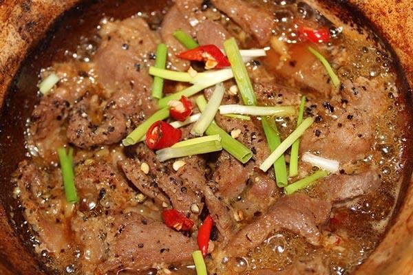 thịt bò kho tiêu đen