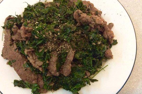 rau chùm ngây xào thịt bò