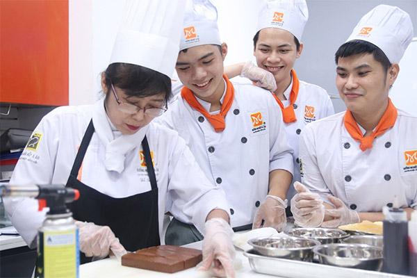 các trường dạy nấu ăn ở tphcm