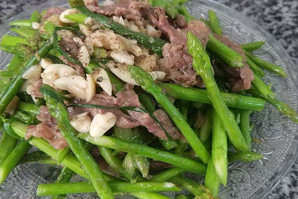 bắp bò nấu món gì ngon xào măng tây