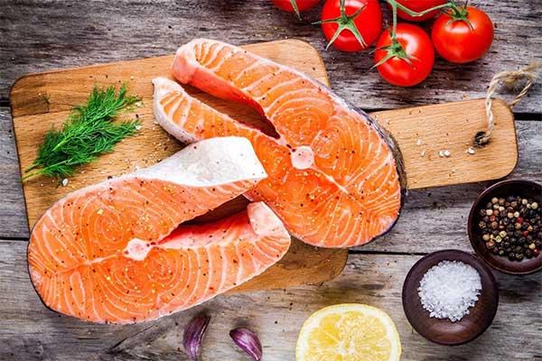cá hồi thực phẩm giàu dinh dưỡng cho trẻ