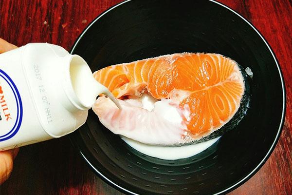 cách nấu cháo cá hồi phô mai